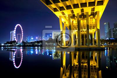 Постер Сингапур Сингапур, города и мост ночьюСингапур<br>Постер на холсте или бумаге. Любого нужного вам размера. В раме или без. Подвес в комплекте. Трехслойная надежная упаковка. Доставим в любую точку России. Вам осталось только повесить картину на стену!<br>