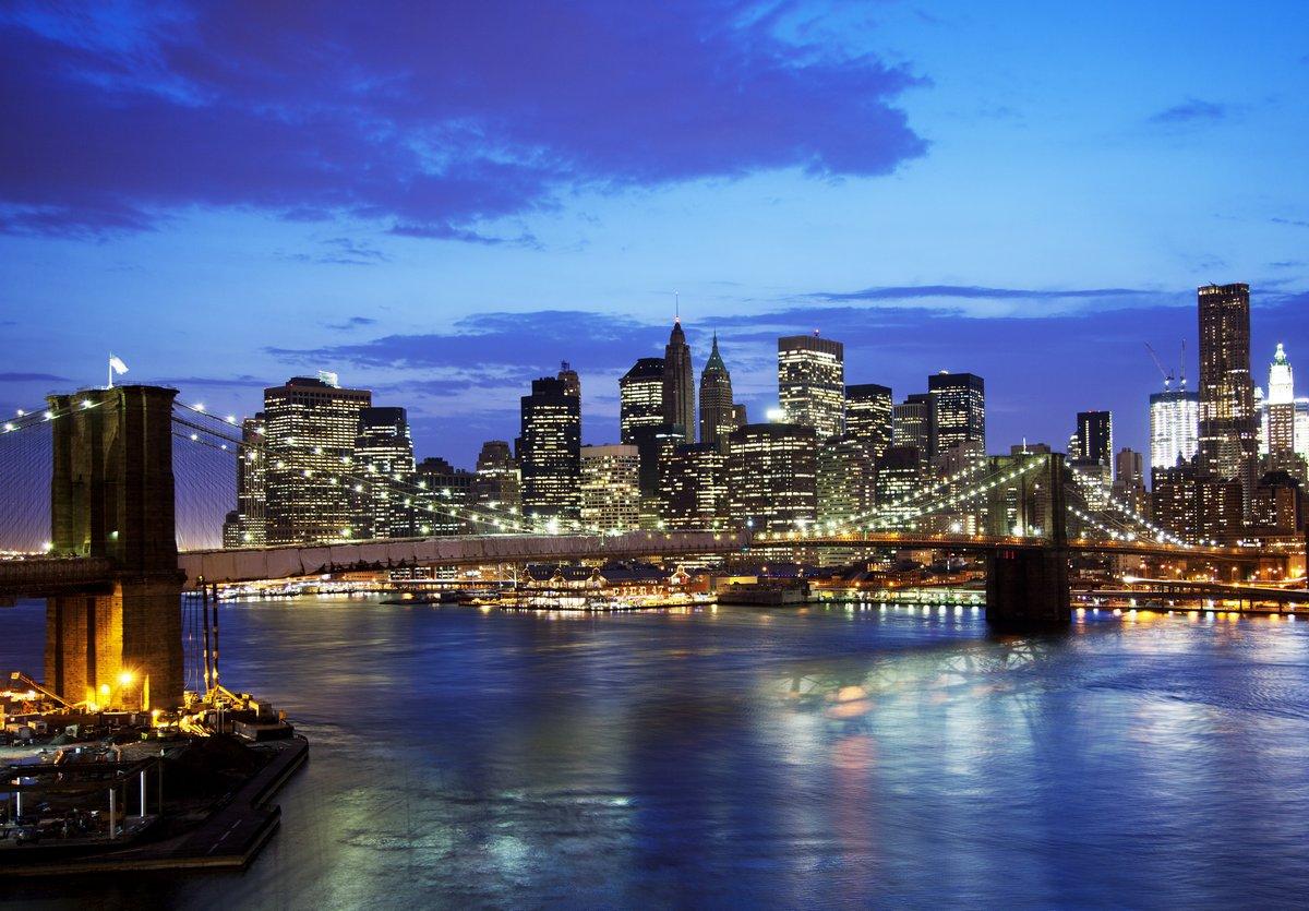 Постер Нью-Йорк Бруклинский мост и горизонт на ночьНью-Йорк<br>Постер на холсте или бумаге. Любого нужного вам размера. В раме или без. Подвес в комплекте. Трехслойная надежная упаковка. Доставим в любую точку России. Вам осталось только повесить картину на стену!<br>