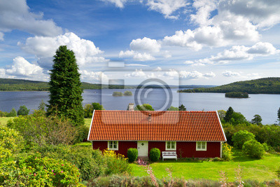 Постер Швеция Традиционную красную шведский дачный домШвеция<br>Постер на холсте или бумаге. Любого нужного вам размера. В раме или без. Подвес в комплекте. Трехслойная надежная упаковка. Доставим в любую точку России. Вам осталось только повесить картину на стену!<br>