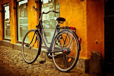 Постер Страны Классический винтаж ретро город велосипед в Copenhagen, Дания, 30x20 см, на бумагеДания<br>Постер на холсте или бумаге. Любого нужного вам размера. В раме или без. Подвес в комплекте. Трехслойная надежная упаковка. Доставим в любую точку России. Вам осталось только повесить картину на стену!<br>
