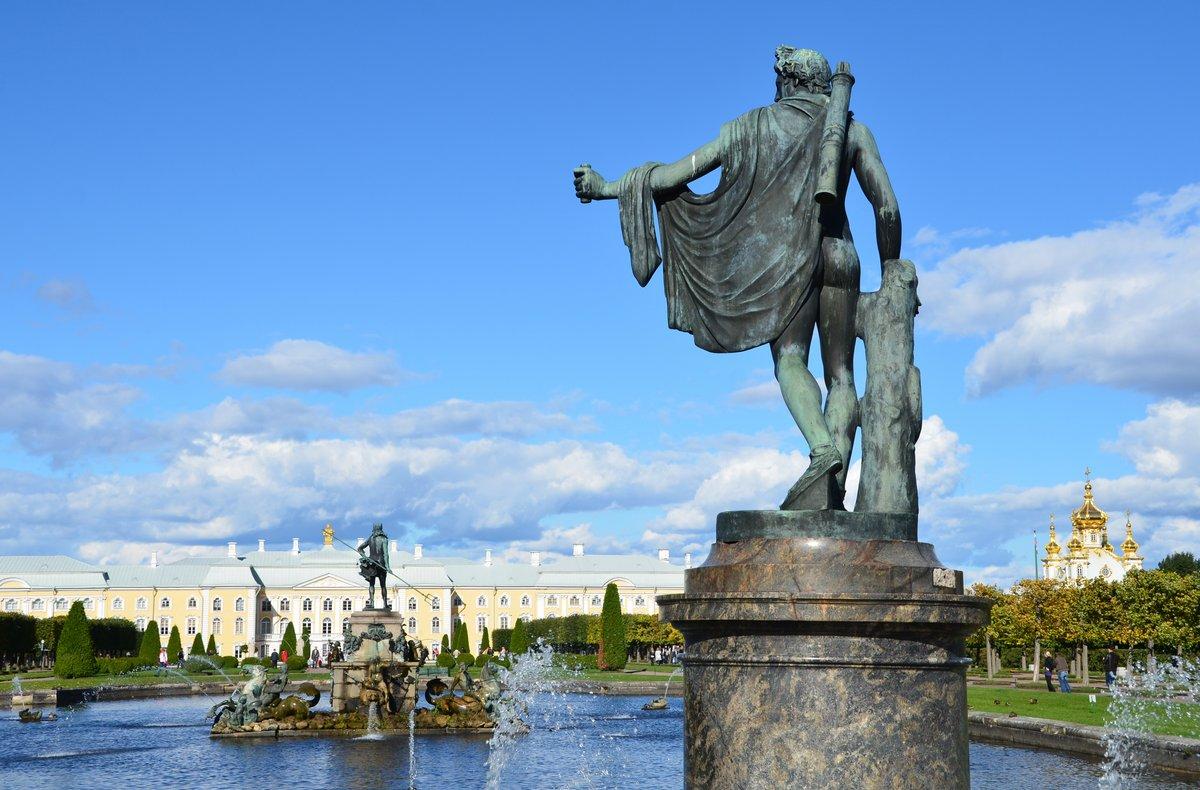 Постер Санкт-Петербург Верхний парк и фонтаны в Петергофе.Санкт-Петербург<br>Постер на холсте или бумаге. Любого нужного вам размера. В раме или без. Подвес в комплекте. Трехслойная надежная упаковка. Доставим в любую точку России. Вам осталось только повесить картину на стену!<br>