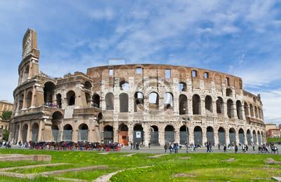 Постер Рим Колизей в Риме, Италия в Солнечный яркий деньРим<br>Постер на холсте или бумаге. Любого нужного вам размера. В раме или без. Подвес в комплекте. Трехслойная надежная упаковка. Доставим в любую точку России. Вам осталось только повесить картину на стену!<br>