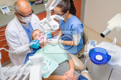 Постер Стоматология Стоматологические процедуры стоматологическую помощь пациенткиСтоматология<br>Постер на холсте или бумаге. Любого нужного вам размера. В раме или без. Подвес в комплекте. Трехслойная надежная упаковка. Доставим в любую точку России. Вам осталось только повесить картину на стену!<br>