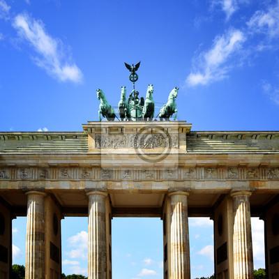 Постер Берлин Бранденбургские воротаБерлин<br>Постер на холсте или бумаге. Любого нужного вам размера. В раме или без. Подвес в комплекте. Трехслойная надежная упаковка. Доставим в любую точку России. Вам осталось только повесить картину на стену!<br>