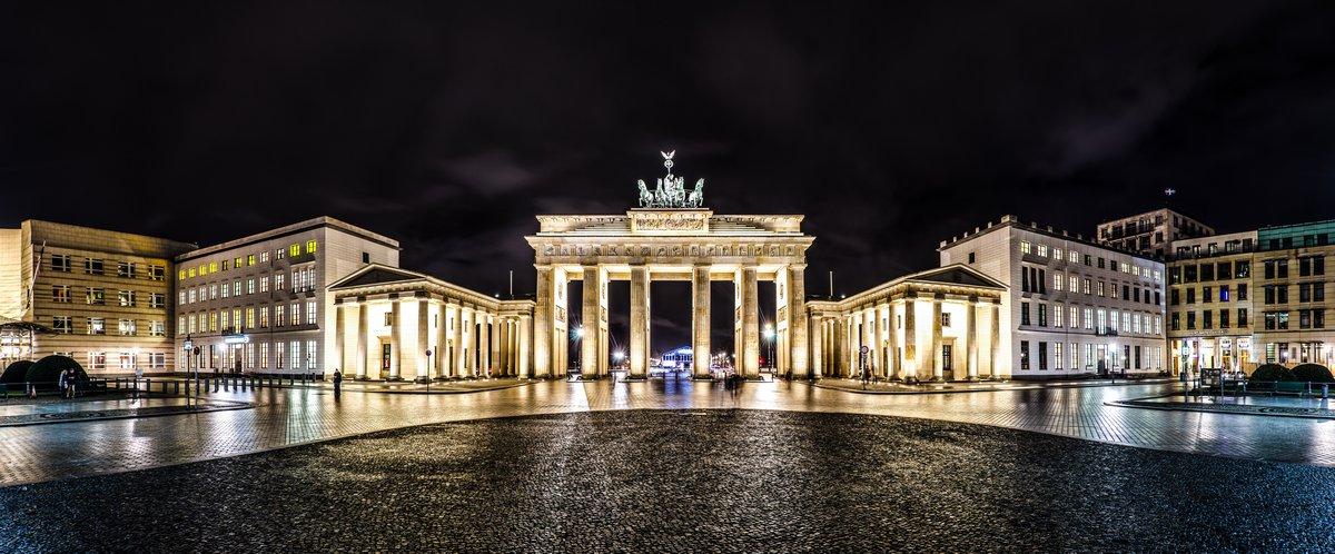 Постер Берлин Brandenburger Tor, Берлин bei Nacht  ПанорамаБерлин<br>Постер на холсте или бумаге. Любого нужного вам размера. В раме или без. Подвес в комплекте. Трехслойная надежная упаковка. Доставим в любую точку России. Вам осталось только повесить картину на стену!<br>