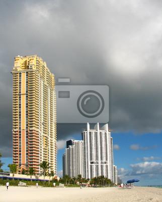 Постер Майами Miami Beach view с Грозовым небомМайами<br>Постер на холсте или бумаге. Любого нужного вам размера. В раме или без. Подвес в комплекте. Трехслойная надежная упаковка. Доставим в любую точку России. Вам осталось только повесить картину на стену!<br>