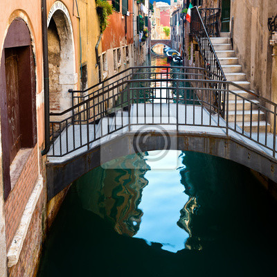 Постер Венеция Мост на канале в ВенецииВенеция<br>Постер на холсте или бумаге. Любого нужного вам размера. В раме или без. Подвес в комплекте. Трехслойная надежная упаковка. Доставим в любую точку России. Вам осталось только повесить картину на стену!<br>