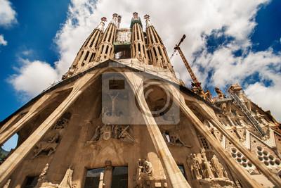 Постер Барселона Sagrada Familia широкий уголБарселона<br>Постер на холсте или бумаге. Любого нужного вам размера. В раме или без. Подвес в комплекте. Трехслойная надежная упаковка. Доставим в любую точку России. Вам осталось только повесить картину на стену!<br>