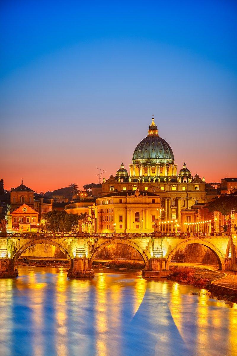 Постер Ватикан Собор Святого Петра в ночь, РимВатикан<br>Постер на холсте или бумаге. Любого нужного вам размера. В раме или без. Подвес в комплекте. Трехслойная надежная упаковка. Доставим в любую точку России. Вам осталось только повесить картину на стену!<br>