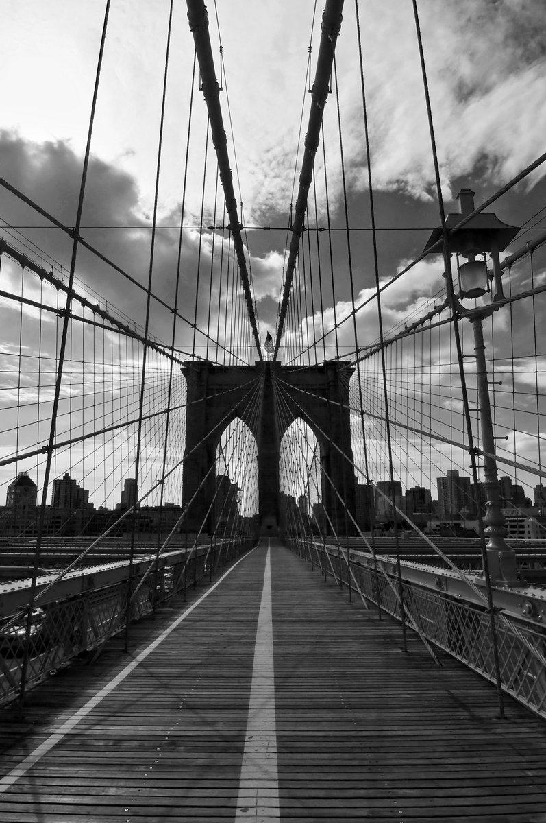 Постер Нью-Йорк Pont de Бруклине noir et blanc - Нью-ЙоркНью-Йорк<br>Постер на холсте или бумаге. Любого нужного вам размера. В раме или без. Подвес в комплекте. Трехслойная надежная упаковка. Доставим в любую точку России. Вам осталось только повесить картину на стену!<br>
