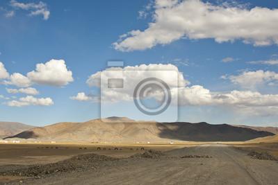 Постер Монголия Узкие видом на горы и пустыни в МонголииМонголия<br>Постер на холсте или бумаге. Любого нужного вам размера. В раме или без. Подвес в комплекте. Трехслойная надежная упаковка. Доставим в любую точку России. Вам осталось только повесить картину на стену!<br>