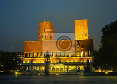 Постер Осло Oslo City Hall в сумеркахОсло<br>Постер на холсте или бумаге. Любого нужного вам размера. В раме или без. Подвес в комплекте. Трехслойная надежная упаковка. Доставим в любую точку России. Вам осталось только повесить картину на стену!<br>