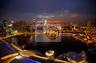 Постер Города и карты Ночная сцена финансового района с крыши Marina Bay Hotel., 31x20 см, на бумагеСингапур<br>Постер на холсте или бумаге. Любого нужного вам размера. В раме или без. Подвес в комплекте. Трехслойная надежная упаковка. Доставим в любую точку России. Вам осталось только повесить картину на стену!<br>