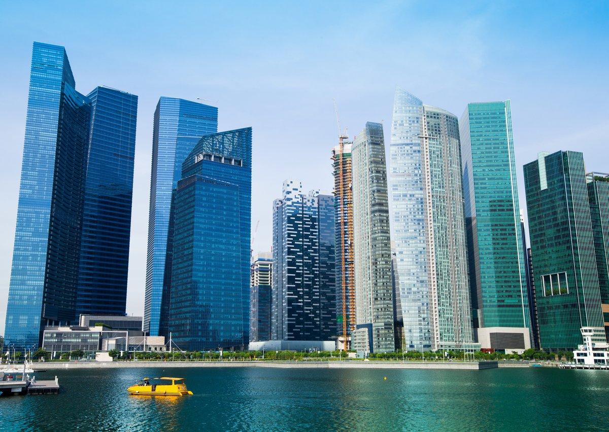 Постер Сингапур Горизонт современного делового района Сингапура.Сингапур<br>Постер на холсте или бумаге. Любого нужного вам размера. В раме или без. Подвес в комплекте. Трехслойная надежная упаковка. Доставим в любую точку России. Вам осталось только повесить картину на стену!<br>