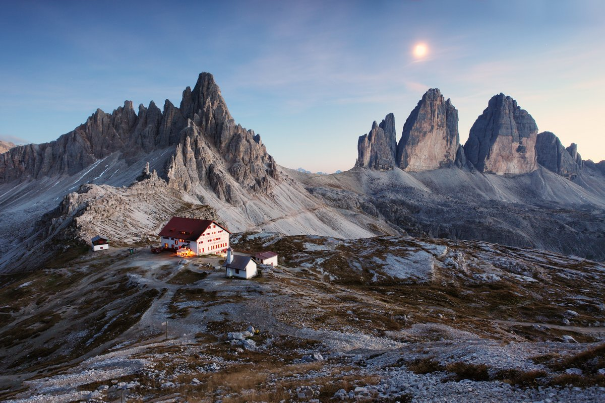 Постер Альпийский пейзаж Tre Cime di Lavaredo - Доломитовые Альпы - Италия ЕвропаАльпийский пейзаж<br>Постер на холсте или бумаге. Любого нужного вам размера. В раме или без. Подвес в комплекте. Трехслойная надежная упаковка. Доставим в любую точку России. Вам осталось только повесить картину на стену!<br>