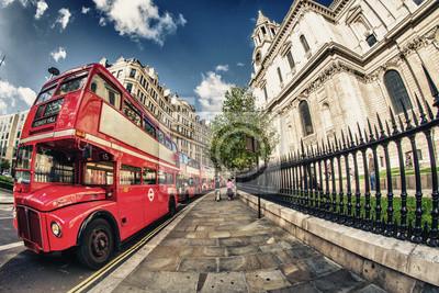 Постер Города и карты Двухэтажный Автобус, символ Лондона, 30x20 см, на бумагеЛондон<br>Постер на холсте или бумаге. Любого нужного вам размера. В раме или без. Подвес в комплекте. Трехслойная надежная упаковка. Доставим в любую точку России. Вам осталось только повесить картину на стену!<br>