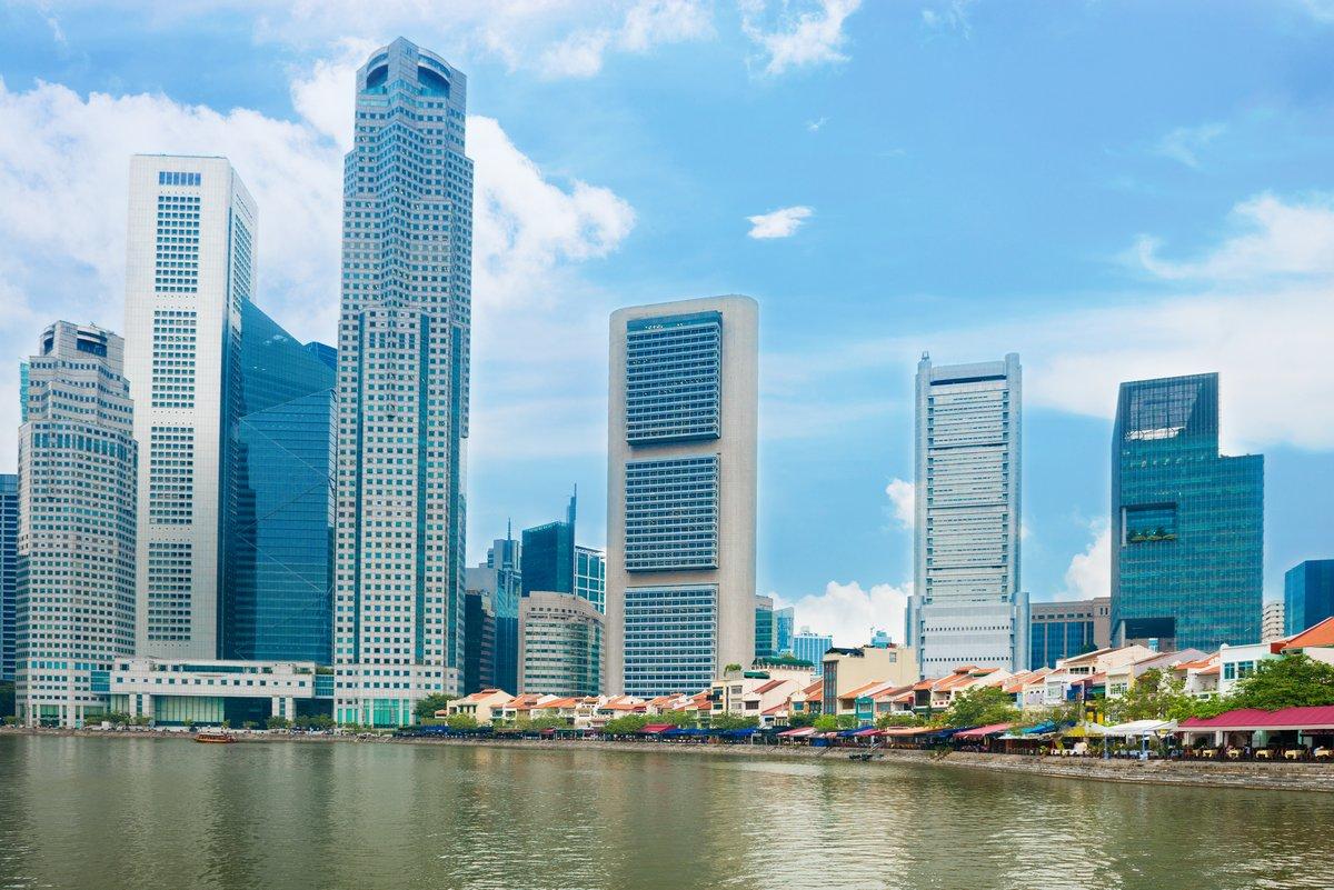 Постер Сингапур Небоскребы Сингапур и ресторанов на Набережной ЛодкеСингапур<br>Постер на холсте или бумаге. Любого нужного вам размера. В раме или без. Подвес в комплекте. Трехслойная надежная упаковка. Доставим в любую точку России. Вам осталось только повесить картину на стену!<br>