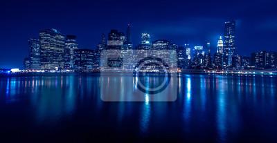 Постер Нью-Йорк Нью-йоркских Небоскребов bei Nacht, 39x20 см, на бумагеНью-Йорк<br>Постер на холсте или бумаге. Любого нужного вам размера. В раме или без. Подвес в комплекте. Трехслойная надежная упаковка. Доставим в любую точку России. Вам осталось только повесить картину на стену!<br>