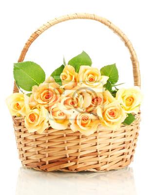 Постер Розы Красивый букет роз в корзине, изолированных на беломРозы<br>Постер на холсте или бумаге. Любого нужного вам размера. В раме или без. Подвес в комплекте. Трехслойная надежная упаковка. Доставим в любую точку России. Вам осталось только повесить картину на стену!<br>
