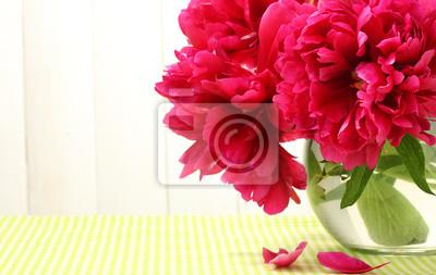 Постер Пионы Красивые розовые пионы в стеклянной вазеПионы<br>Постер на холсте или бумаге. Любого нужного вам размера. В раме или без. Подвес в комплекте. Трехслойная надежная упаковка. Доставим в любую точку России. Вам осталось только повесить картину на стену!<br>