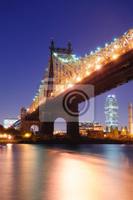 Постер Нью-Йорк Мост Куинсборо ночьНью-Йорк<br>Постер на холсте или бумаге. Любого нужного вам размера. В раме или без. Подвес в комплекте. Трехслойная надежная упаковка. Доставим в любую точку России. Вам осталось только повесить картину на стену!<br>