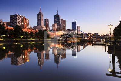 Постер Мельбурн Мне Город, Река Востока ОтражаютМельбурн<br>Постер на холсте или бумаге. Любого нужного вам размера. В раме или без. Подвес в комплекте. Трехслойная надежная упаковка. Доставим в любую точку России. Вам осталось только повесить картину на стену!<br>