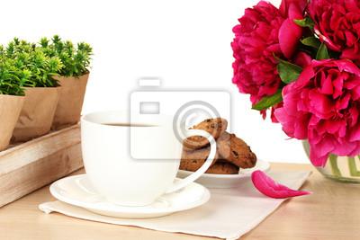 Постер Пионы Кофе, печенье и цветы на столе в кафеПионы<br>Постер на холсте или бумаге. Любого нужного вам размера. В раме или без. Подвес в комплекте. Трехслойная надежная упаковка. Доставим в любую точку России. Вам осталось только повесить картину на стену!<br>
