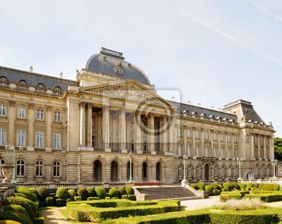 Постер Брюссель Королевский дворец в историческом центре БрюсселяБрюссель<br>Постер на холсте или бумаге. Любого нужного вам размера. В раме или без. Подвес в комплекте. Трехслойная надежная упаковка. Доставим в любую точку России. Вам осталось только повесить картину на стену!<br>