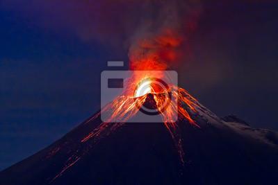 Постер Вулканы Длинная экспозиция, вулкана Tungurahua с голубыми skyesВулканы<br>Постер на холсте или бумаге. Любого нужного вам размера. В раме или без. Подвес в комплекте. Трехслойная надежная упаковка. Доставим в любую точку России. Вам осталось только повесить картину на стену!<br>