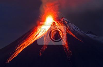 Постер Вулканы Вблизи извержение вулкана (Tungurahua)Вулканы<br>Постер на холсте или бумаге. Любого нужного вам размера. В раме или без. Подвес в комплекте. Трехслойная надежная упаковка. Доставим в любую точку России. Вам осталось только повесить картину на стену!<br>