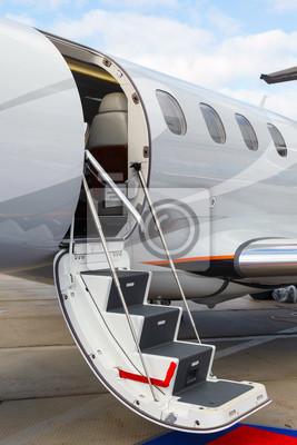 Лестница в частном самолете, 20x30 см, на бумагеСамолеты<br>Постер на холсте или бумаге. Любого нужного вам размера. В раме или без. Подвес в комплекте. Трехслойная надежная упаковка. Доставим в любую точку России. Вам осталось только повесить картину на стену!<br>