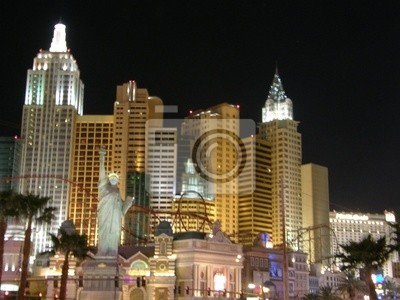Постер Города и карты Hotel &amp; Casino в Лас-Вегасе, 27x20 см, на бумагеЛас-Вегас<br>Постер на холсте или бумаге. Любого нужного вам размера. В раме или без. Подвес в комплекте. Трехслойная надежная упаковка. Доставим в любую точку России. Вам осталось только повесить картину на стену!<br>