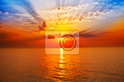 Постер Пейзаж морской Восход солнца на мореПейзаж морской<br>Постер на холсте или бумаге. Любого нужного вам размера. В раме или без. Подвес в комплекте. Трехслойная надежная упаковка. Доставим в любую точку России. Вам осталось только повесить картину на стену!<br>