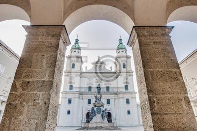 Постер Зальцбург Соборная площадь (Domplatz), расположенный в Зальцбург, АвстрияЗальцбург<br>Постер на холсте или бумаге. Любого нужного вам размера. В раме или без. Подвес в комплекте. Трехслойная надежная упаковка. Доставим в любую точку России. Вам осталось только повесить картину на стену!<br>