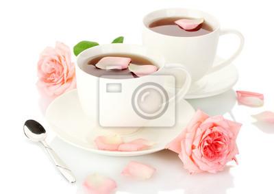 Постер Розы Чашки чая с розами, изолированных на беломРозы<br>Постер на холсте или бумаге. Любого нужного вам размера. В раме или без. Подвес в комплекте. Трехслойная надежная упаковка. Доставим в любую точку России. Вам осталось только повесить картину на стену!<br>