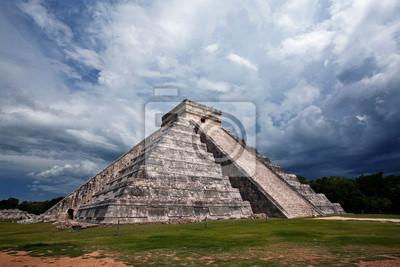 Постер Мехико Майя, Пирамида, Чичен-Ица, МексикаМехико<br>Постер на холсте или бумаге. Любого нужного вам размера. В раме или без. Подвес в комплекте. Трехслойная надежная упаковка. Доставим в любую точку России. Вам осталось только повесить картину на стену!<br>