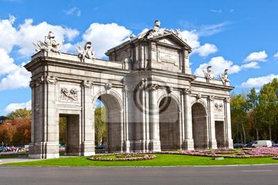 Постер Мадрид Пуэрта де Алкала (Alcala Gate) в МадридеМадрид<br>Постер на холсте или бумаге. Любого нужного вам размера. В раме или без. Подвес в комплекте. Трехслойная надежная упаковка. Доставим в любую точку России. Вам осталось только повесить картину на стену!<br>