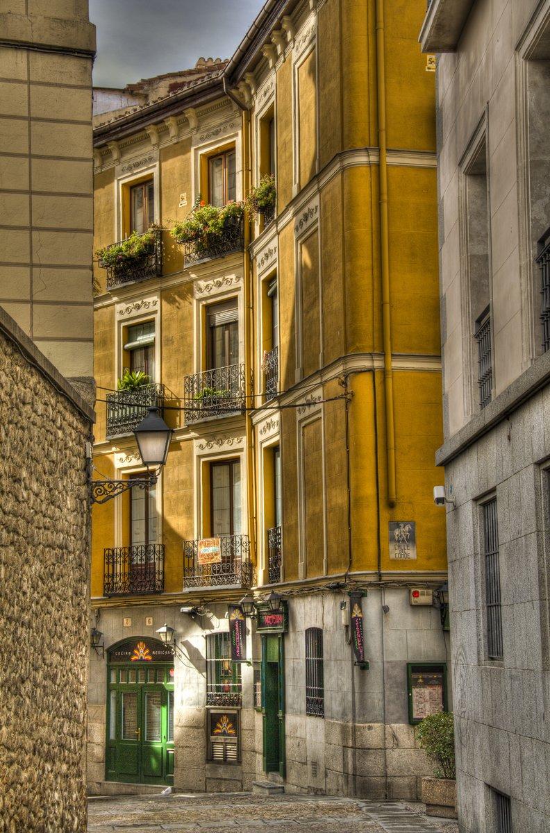 Постер Города и карты Вид с улицы в Мадрид, Испания, 20x30 см, на бумагеМадрид<br>Постер на холсте или бумаге. Любого нужного вам размера. В раме или без. Подвес в комплекте. Трехслойная надежная упаковка. Доставим в любую точку России. Вам осталось только повесить картину на стену!<br>