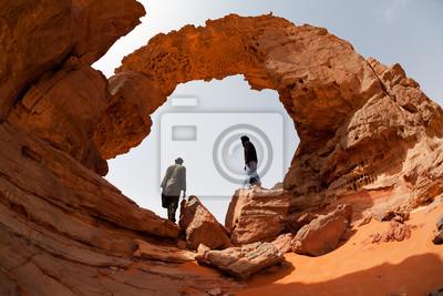 Постер Марокко Кочевники в пустынеМарокко<br>Постер на холсте или бумаге. Любого нужного вам размера. В раме или без. Подвес в комплекте. Трехслойная надежная упаковка. Доставим в любую точку России. Вам осталось только повесить картину на стену!<br>