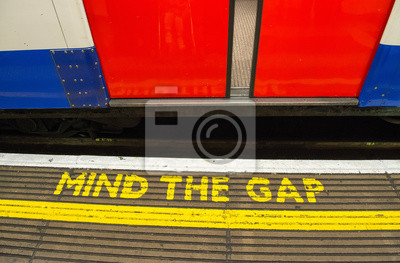 Постер Англия Mind the gap, предупреждение в лондонском метроАнглия<br>Постер на холсте или бумаге. Любого нужного вам размера. В раме или без. Подвес в комплекте. Трехслойная надежная упаковка. Доставим в любую точку России. Вам осталось только повесить картину на стену!<br>