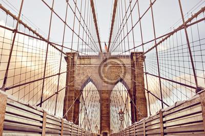 Постер США Бруклинский Мост в Нью-ЙоркеСША<br>Постер на холсте или бумаге. Любого нужного вам размера. В раме или без. Подвес в комплекте. Трехслойная надежная упаковка. Доставим в любую точку России. Вам осталось только повесить картину на стену!<br>