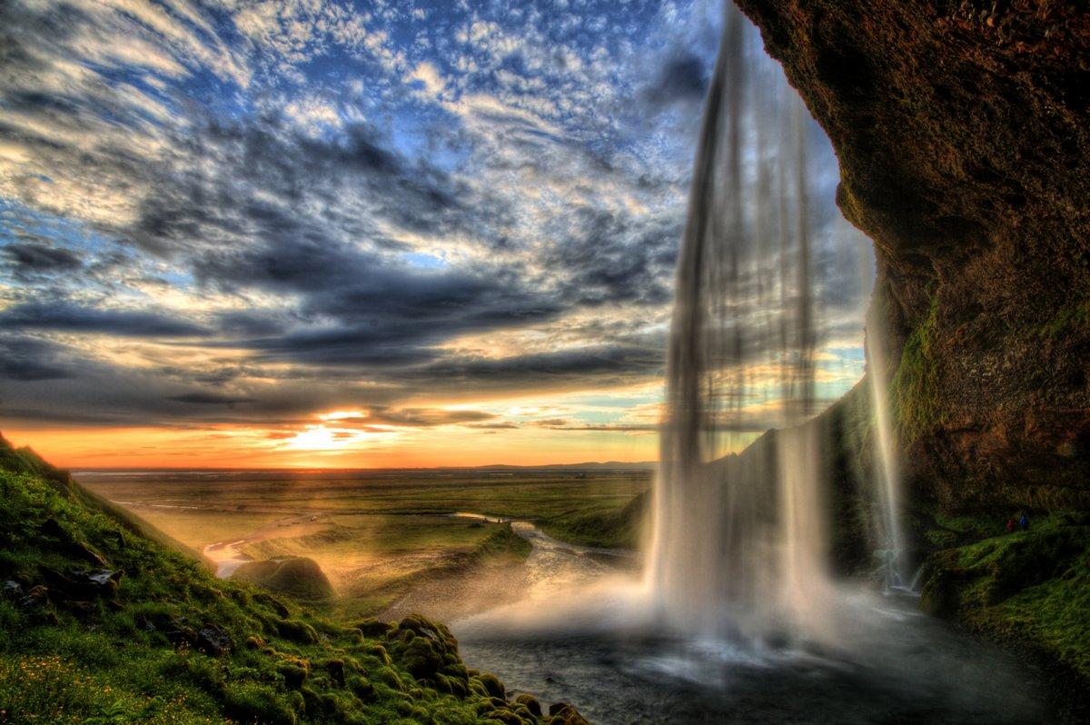 Постер Водопады Seljalandfoss водопад на закате в HDR, ИсландияВодопады<br>Постер на холсте или бумаге. Любого нужного вам размера. В раме или без. Подвес в комплекте. Трехслойная надежная упаковка. Доставим в любую точку России. Вам осталось только повесить картину на стену!<br>
