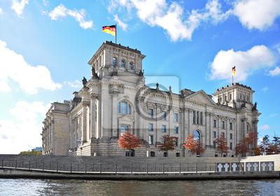 Постер Германия Рейхстага в Берлине фон дер страницаГермания<br>Постер на холсте или бумаге. Любого нужного вам размера. В раме или без. Подвес в комплекте. Трехслойная надежная упаковка. Доставим в любую точку России. Вам осталось только повесить картину на стену!<br>