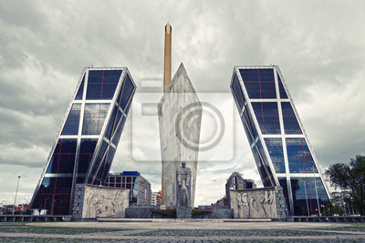 Постер Мадрид Современная Архитектура в Мадриде (Puerta de Europa)Мадрид<br>Постер на холсте или бумаге. Любого нужного вам размера. В раме или без. Подвес в комплекте. Трехслойная надежная упаковка. Доставим в любую точку России. Вам осталось только повесить картину на стену!<br>