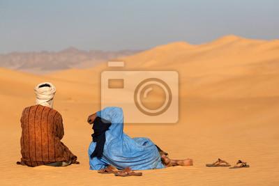 Постер Египет Два momads в СахареЕгипет<br>Постер на холсте или бумаге. Любого нужного вам размера. В раме или без. Подвес в комплекте. Трехслойная надежная упаковка. Доставим в любую точку России. Вам осталось только повесить картину на стену!<br>