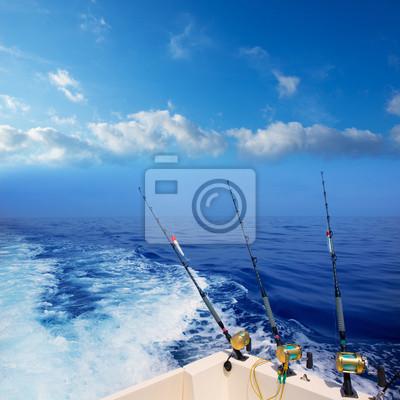 Постер Рыбалка Троллинговая рыбалка с лодки в глубокий синий океан на шельфеРыбалка<br>Постер на холсте или бумаге. Любого нужного вам размера. В раме или без. Подвес в комплекте. Трехслойная надежная упаковка. Доставим в любую точку России. Вам осталось только повесить картину на стену!<br>