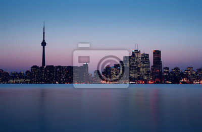 Постер Города и карты Торонто Горизонта сразу после Заката, 31x20 см, на бумагеТоронто<br>Постер на холсте или бумаге. Любого нужного вам размера. В раме или без. Подвес в комплекте. Трехслойная надежная упаковка. Доставим в любую точку России. Вам осталось только повесить картину на стену!<br>