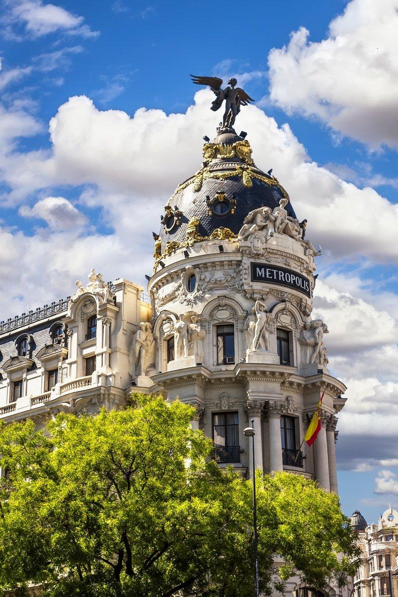 Постер Мадрид Мегаполис фасада здания, расположенного в Мадриде, ИспанияМадрид<br>Постер на холсте или бумаге. Любого нужного вам размера. В раме или без. Подвес в комплекте. Трехслойная надежная упаковка. Доставим в любую точку России. Вам осталось только повесить картину на стену!<br>