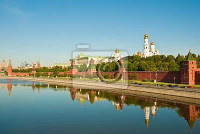 Постер Москва Панорама Московского Кремля, Россия, 30x20 см, на бумагеМосква<br>Постер на холсте или бумаге. Любого нужного вам размера. В раме или без. Подвес в комплекте. Трехслойная надежная упаковка. Доставим в любую точку России. Вам осталось только повесить картину на стену!<br>