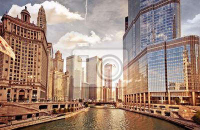 Постер США Чикаго на закатеСША<br>Постер на холсте или бумаге. Любого нужного вам размера. В раме или без. Подвес в комплекте. Трехслойная надежная упаковка. Доставим в любую точку России. Вам осталось только повесить картину на стену!<br>